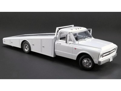 1:18 Scale 1967 Chevrolet C-30 Tow Truck