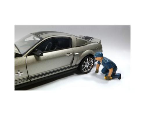 1:18 Scale Model Tow Truck Driver Figurine - Scott