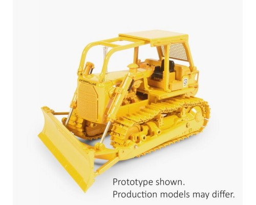CCM Models 1:48 Caterpillar D7G.Dozer with A-Blade and Winch
